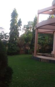 Serene house with leafy garden - Bunamwaya - Bungalow