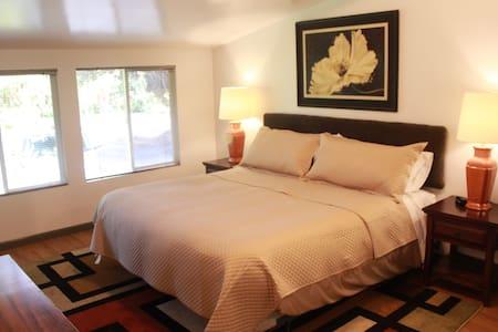 Wolfie Suites - Apartment