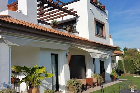 Vivienda Urbanización privada golf - Guillena - House