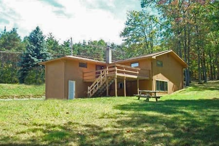 3 BR, 1.5 BA near Deep Creek Lake - House