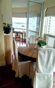 Best location and  Lake View  In Downtown Toronto - Toronto - Condominium