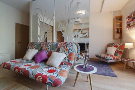 Flowery studio in the heart of Druskininkai - Druskininkai - Apartment