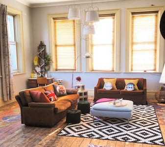 WINTER PRICE REDUCTION AND PETS :) - Collingwood - Apartment