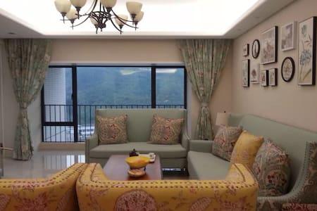 南山1.8米大床豪宅,落地窗望山景,世外桃源般的居室,只租女生 - Shenzhen - Apartment