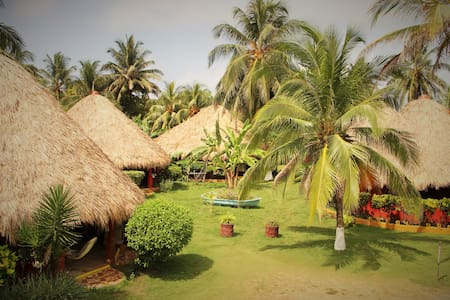 Cabanas and Bungalows on Playa Coco - Banglo