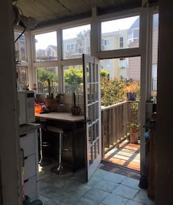 Private loft room, tall ceilings, Duboce/ SF - San Francisco - Entire Floor