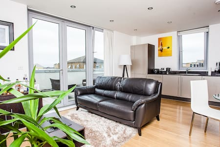 Modern 1 Bed with Beautiful Terrace- Limehouse - Londres - Apartamento