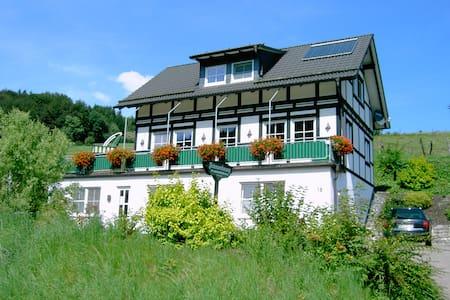 Hochsauerland Ferienwohnung im Hennegrund - Schmallenberg - Apartamento