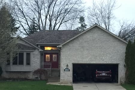 Family Home, 3 Bdrm 2 bath (Great for group) - Harrison charter Township