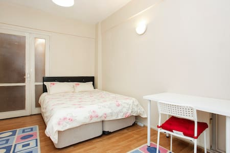 cheap and big rooms at istanbul - Kadıköy - Bed & Breakfast