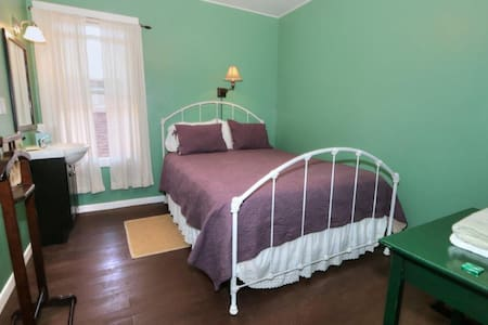 The Bartlett (Farm to Fork Room) - Bed & Breakfast
