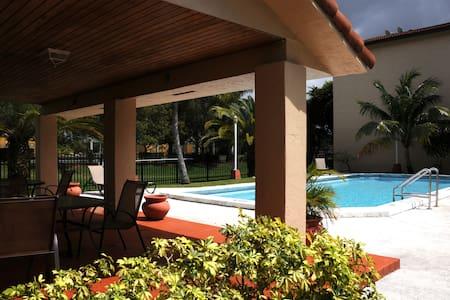 TREE BEDROOM TOWNHOUSE - Miami