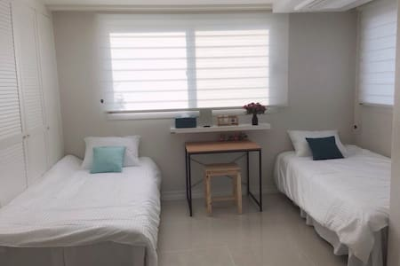 Hamdeok Beach Twin room for Women Only - Bed & Breakfast