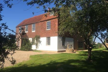 Starnash Farmhouse B&B Swallow Room - Upper Dicker
