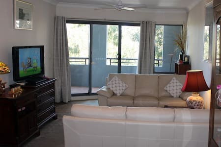 Large 2 bedroom apt close to Cronulla - Leilighet