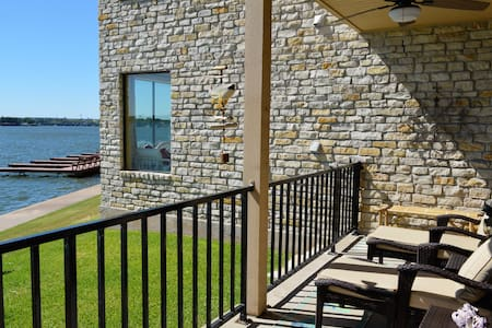 Granbury Lakeside 2 blks Towncenter - Granbury - Condominium