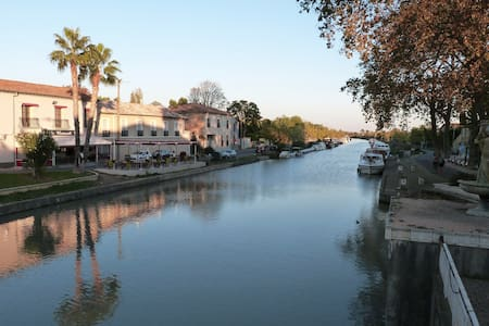 Village apartment on the Canal du Midi - Byt