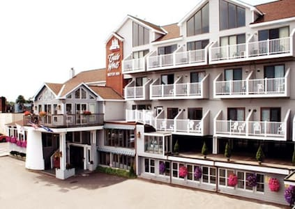 *Rockland, ME, Hotel #2 /A319 - Rockland