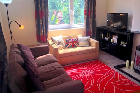 Sunny Apartment 15 mins from Central London. - Apartemen
