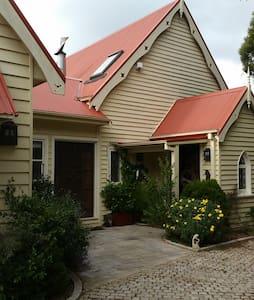 The Old Chapel Airbnb Burrawang - Burrawang - Hus