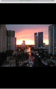 Beautiful intercostal view!! - Fort Lauderdale - Appartement