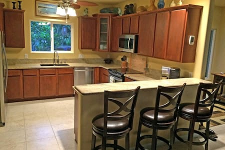 Clean, Air Conditioned Room in Kona - Kailua-Kona - House