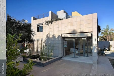 A beautiful house 300m from the beach - Herzliyya