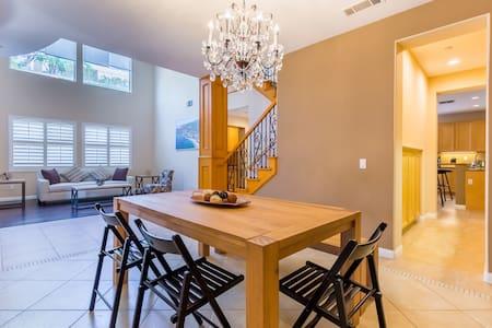 洛杉矶Brea独立别墅6人主卧房1.5浴 现代化厨房 临近迪士尼Brea Master BR #1 - Brea
