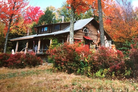 McGuire Hill Acres Artist Log Cabin - Kabin