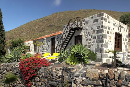Picturesque finca with idyllic mountain landscapes - Guía de Isora