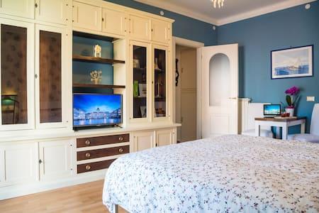 Romantico ed elegante zona Università - free WiFi - Triest - Bed & Breakfast