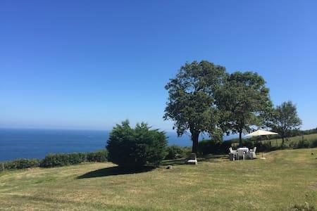 CASA TORRE SOBRE EL MAR a tres minutos de la playa - Villa