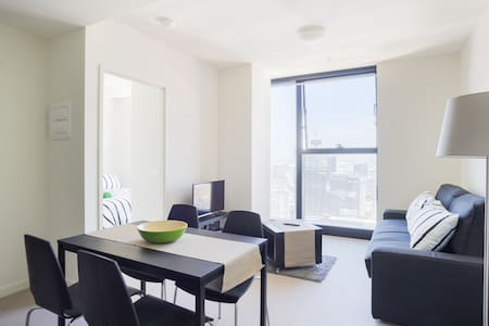 An ENTIRE apartment unit ALL TO YOURSELF round the corner from Southern Cross station marks this amazing inner-city domain a must for any weekenders or holiday makers. Fully furnished with FREE WiFi, pool, Jacuzzi, gym & sauna facilities.