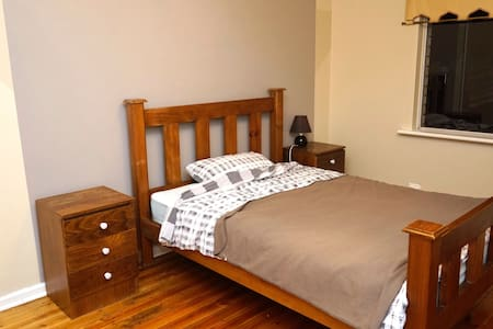 Spacious room 5min from the Airport - Underdale
