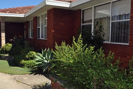 Kogarah: St George area 3 bedroom 1 bathroom house - Kogarah - Ev