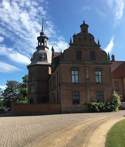 Gästlägenhet i skånskt slott - Kasteel