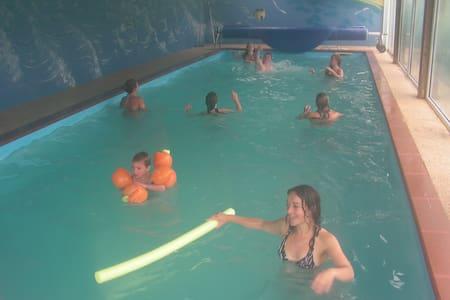 Parc Résidentiel de Gites au calme avec piscine - Almhütte