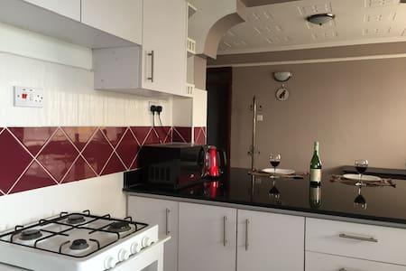 2 Bedroom 2 Bath Furnished Apartment in Nairobi - Nairobi - Apartment