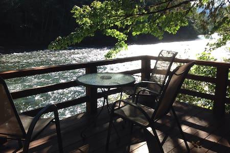 Mckenzie River Cabin #3 - Rumah