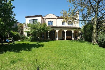 Casa espectacular - Rincón de Milberg