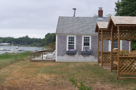 Romantic Orleans waterfront cottage - Orleans - Hus
