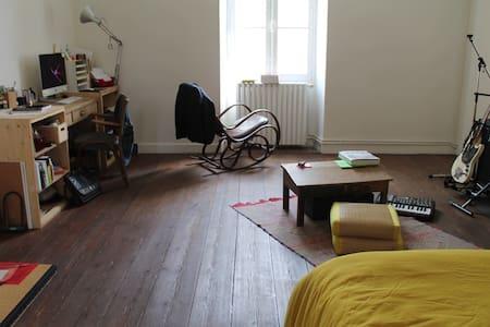 Bel espace dans maison de ville - Talo