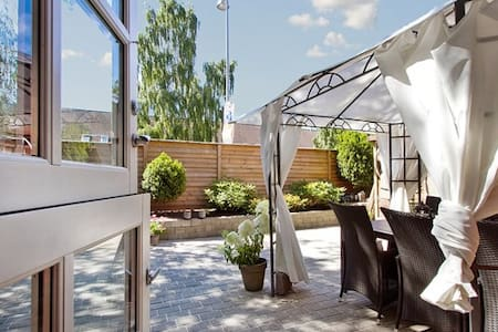 Cozy house with a charming and sunny terrace - Stadswoning