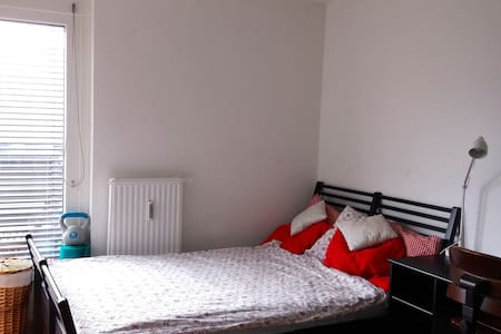 Central room in Vienna. Also close to Airport! - Wohnung