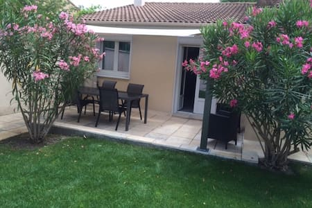 Renovated house with garden near Avignon - Saze