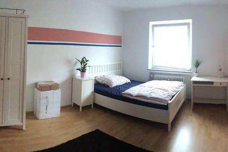 Ruhige Wohnung mit super Anbindung an Hannover - Garbsen - Huoneisto