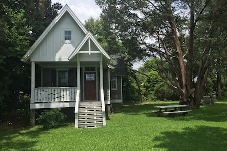 Coastal Cottage Manteo - Talo