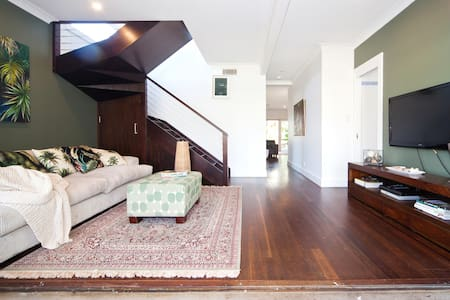 HUGE Modern Spacious Fun Home - Collaroy Plateau