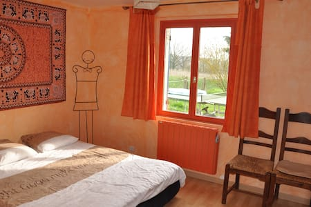 Room in the countryside near Lyon - Huis