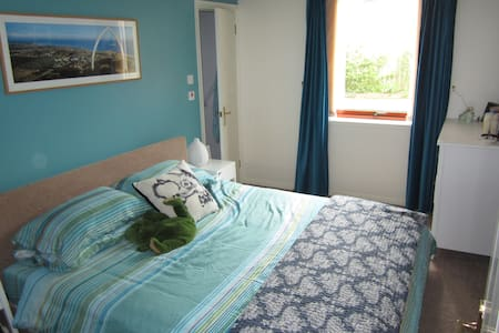 Spacious 2 bed flat - Pis